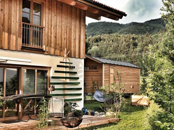 tiny house pletz sch ferwagen wohnwagen zirkuswagen. Black Bedroom Furniture Sets. Home Design Ideas