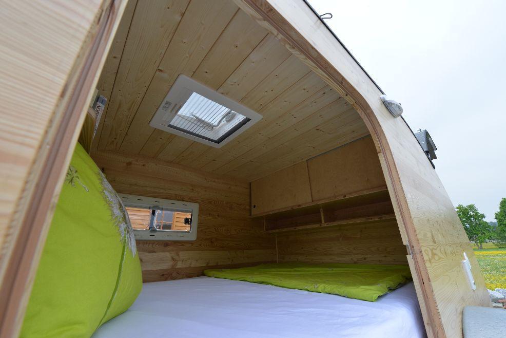 mini wohnwagen hersteller kleiner teardrop caravan. Black Bedroom Furniture Sets. Home Design Ideas