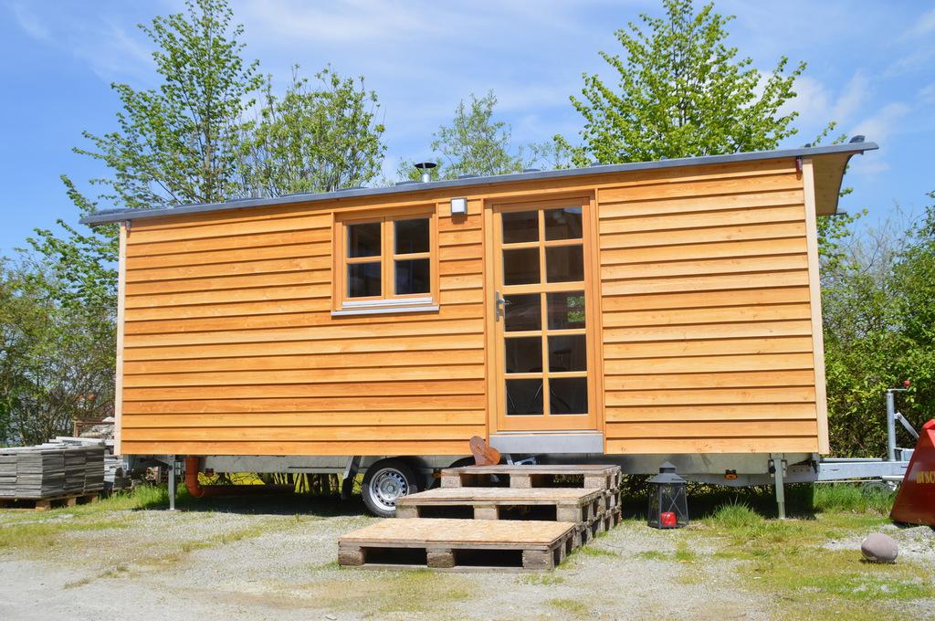 tiny houses bauen minihaus aufbau auf r dern. Black Bedroom Furniture Sets. Home Design Ideas