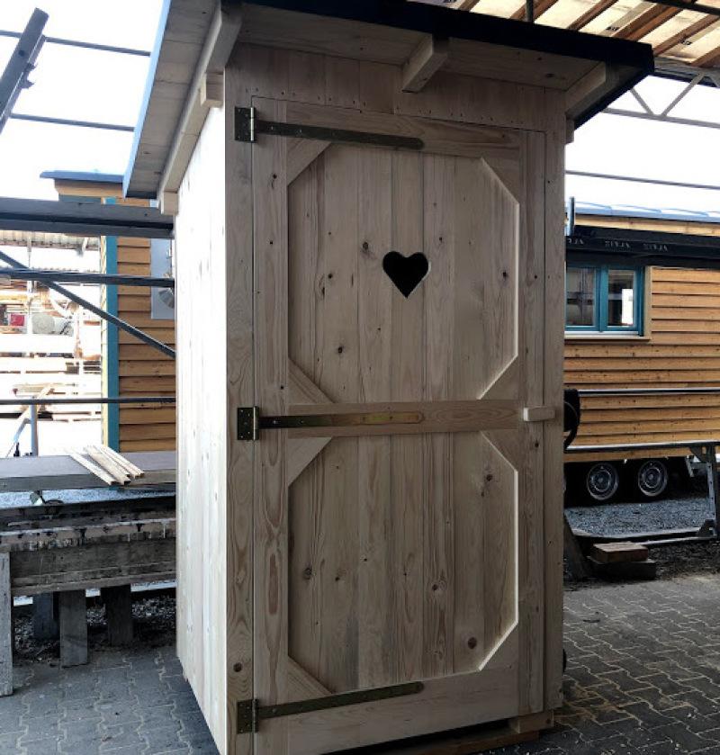 Toilettenhaus für Bauwagen im Kindergarten