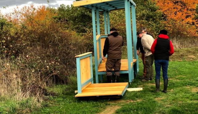 Eingangsrampe vom Bauwagen für den Waldkindergarten
