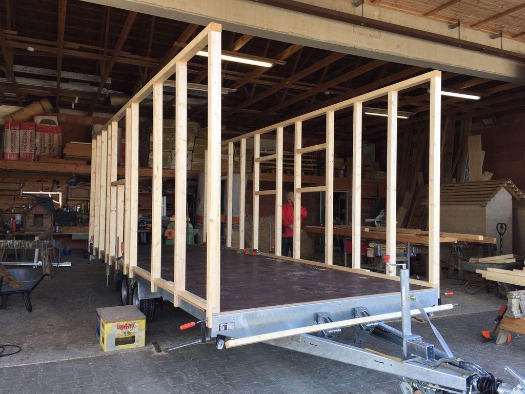 zirkuswagen holzaufbau aufbau mit d mmung dach. Black Bedroom Furniture Sets. Home Design Ideas