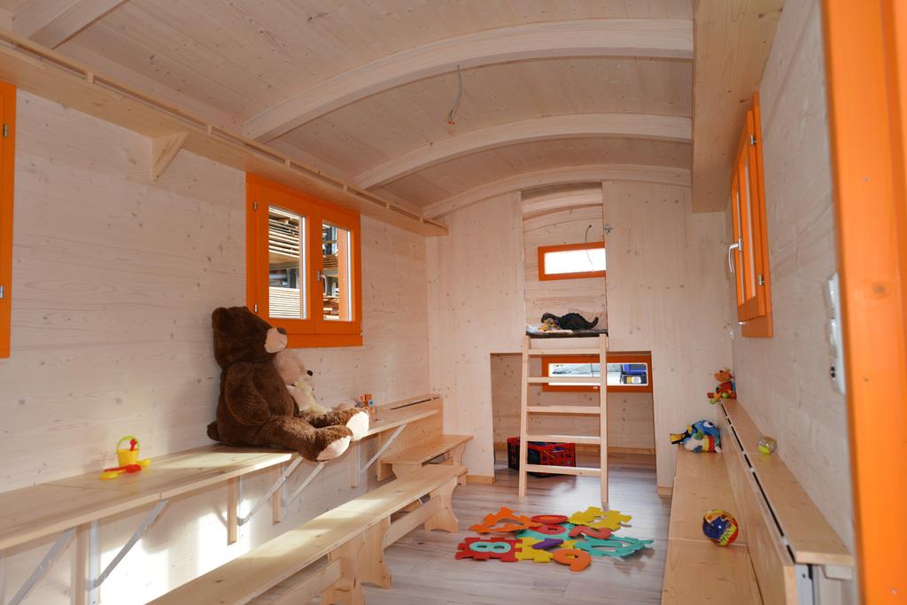 bauwagen f r kindergarten kindergartenwagen bau. Black Bedroom Furniture Sets. Home Design Ideas