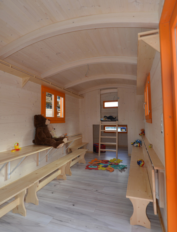 bauwagen innen innenausbau vom bauwagen. Black Bedroom Furniture Sets. Home Design Ideas