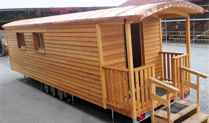 Freizeitwagen mit Zirkuswagen inklusive Veranda