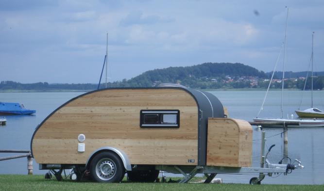 Campen am Obertrumer See Mattsee mit Wohnwagen