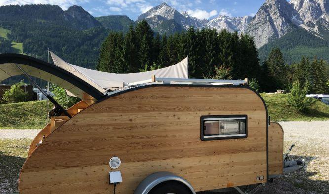 Wohnwagen Camping in den Bergen mit unserem Mini Caravan